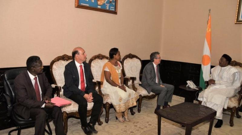 Le Président de la République s'entretient avec le président de la Fédération Internationale des Allergologues Francophones