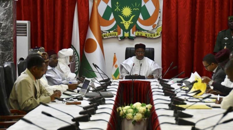 Le Président Issoufou Mahamadou a présidé lundi une réunion sur le Projet de construction du pipeline d'exportation du pétrole brut
