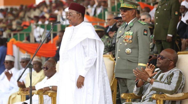 Tillabéri Tchandalo Le Président de la République a présidé mercredi à Tillabéri un imposant défilé militaire et civil en présence des Présidents du Ghana et du Burkina Faso