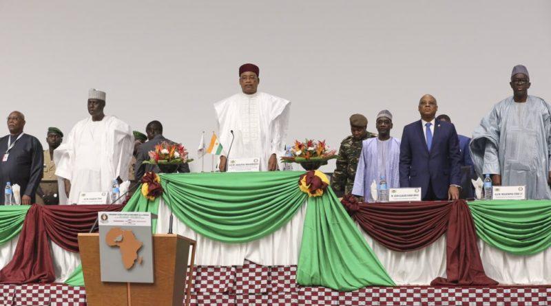 Prestation de serment des nouveaux membres du Parlement de la CEDEAO devant le Président en exercice de la Communauté SEM Issoufou Mahamadou